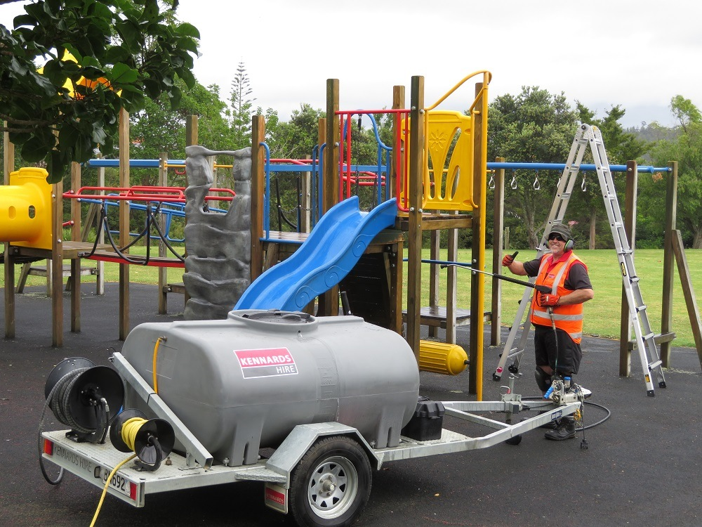 KidsCan, North Harbour Rugby and Kennards Hire  give Beach Haven Primary School a makeover